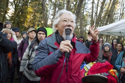 david_suzuki_tamo_campos_kinder_morgan_protest_at_rcmp_police_line_burnaby_mountain_sunday_-_mychaylo_prystupa_-_2014-11-23_w3000_1 (1)